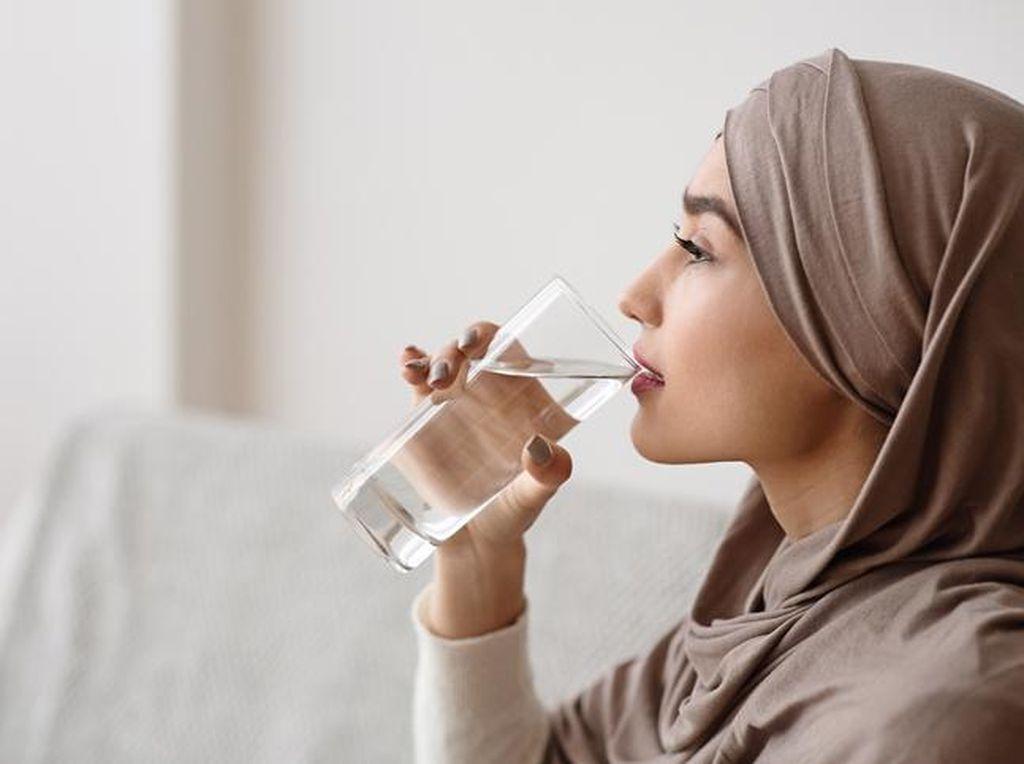 Masya Allah! Minum Air Putih Sebelum Sholat Punya Manfaat Hebat