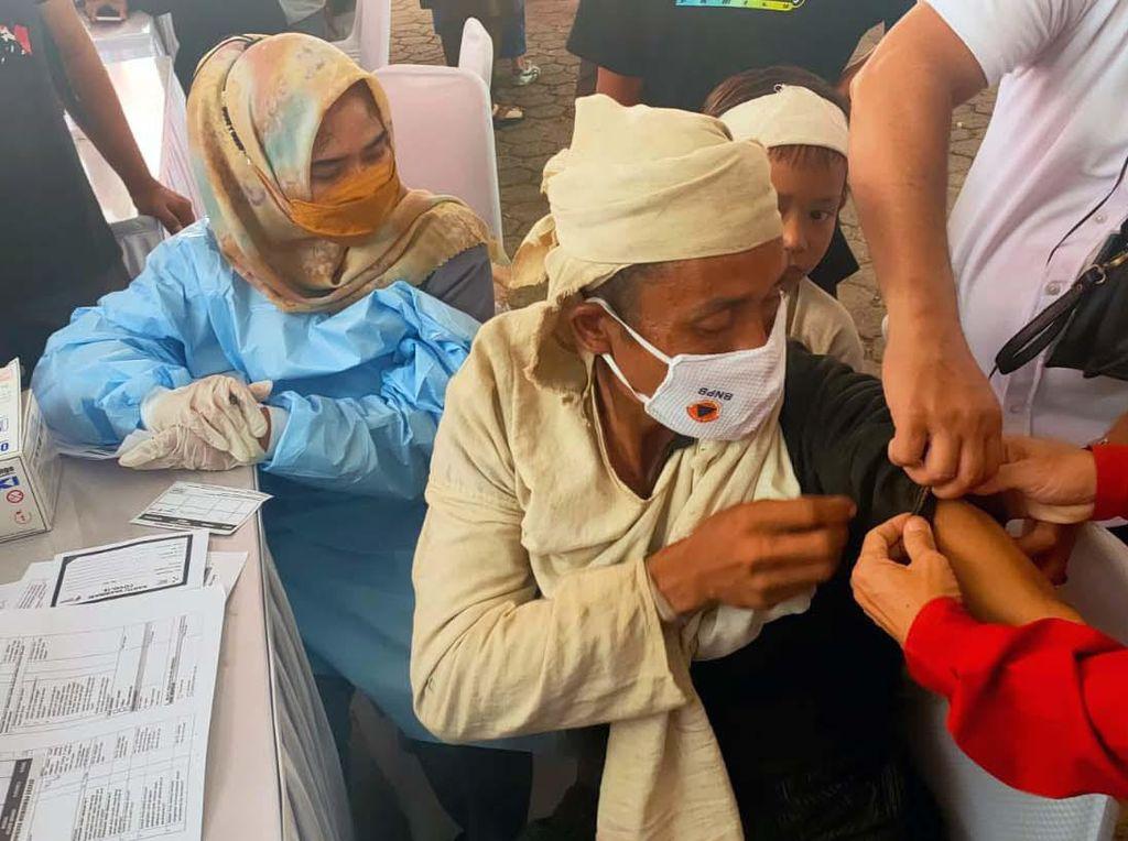 Antusias Masyarakat Baduy Ikuti Vaksinasi COVID-19