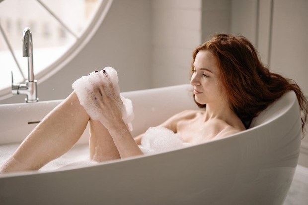 Bikin rileks, ini manfaat mandi air dingin di malam hari/Foto: pexels.com/Yan Krukov