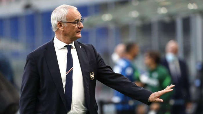 MILAN, ITALY - MAY 08: UC Sampdoria coach Claudio Ranieri gestures at the end of the Serie A match between FC Internazionale  and UC Sampdoria at Stadio Giuseppe Meazza on May 08, 2021 in Milan, Italy. Sporting stadiums around Italy remain under strict restrictions due to the Coronavirus Pandemic as Government social distancing laws prohibit fans inside venues resulting in games being played behind closed doors. (Photo by Marco Luzzani/Getty Images)