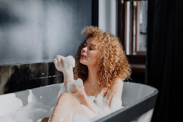 Fakta menarik, mandi malam hari baik untuk kekebalan tubuh/Foto: pexels.com/cottonbro