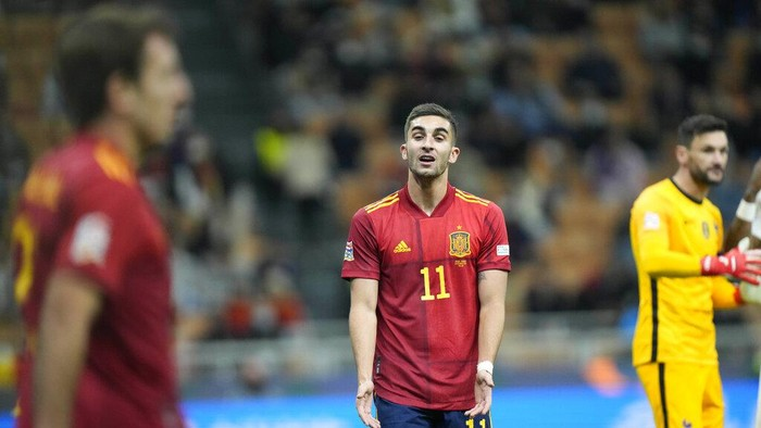 Spains Ferran Torres, center, gestures during the UEFA Nations League final soccer match between France and Spain at the San Siro stadium, in Milan, Italy, Sunday, Oct. 10, 2021. (AP Photo/Luca Bruno)