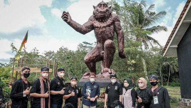 Kunjunga Menparekraf Sandiaga Uno ke Desa Wisata Cikakak, Banyumas, Jawa Tengah, Rabu (13/10/2021). (Dok. Kemenparekraf)