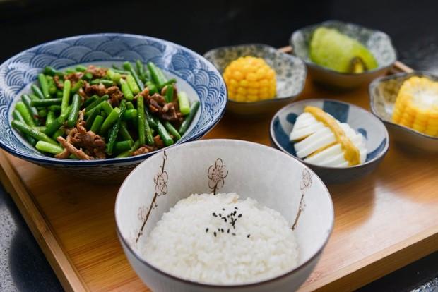 Mudah dipadukan dengan bahan makanan lain, sarapan nasi bisa jadi pilihan sarapan sehat/Foto: pexels.com/Cats Coming