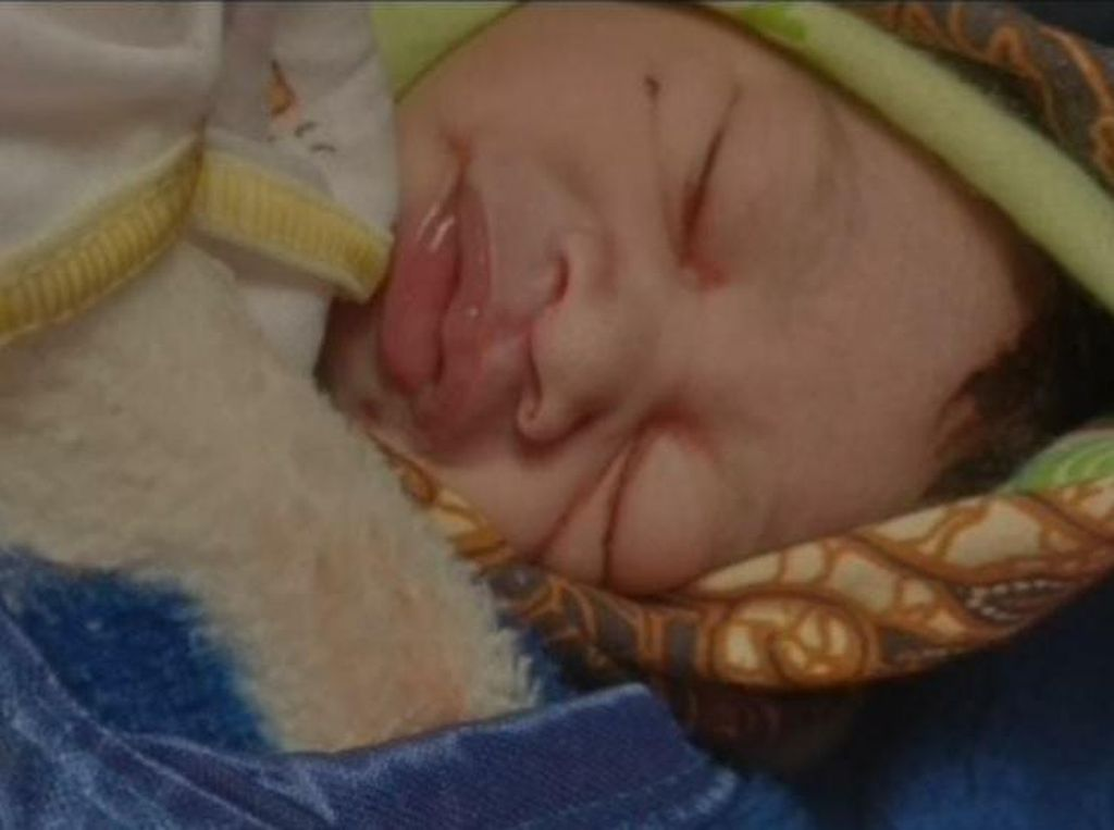 Bayi dengan Bekas Cekikan Ditemukan di Malang, Untungnya Masih Hidup