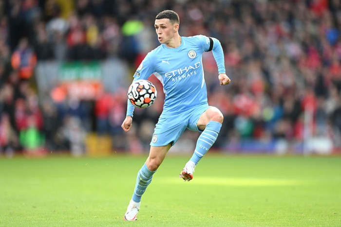 LIVERPOOL, ENGLAND - OCTOBER 03: Phil Foden of Manchester City on the ball during the Premier League match between Liverpool and Manchester City at Anfield on October 03, 2021 in Liverpool, England. (Photo by Michael Regan/Getty Images)