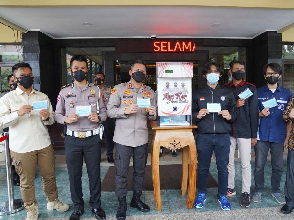 Diklaim Pertama di Indonesia, Polresta Malang Kota Luncurkan Dispenser Masker