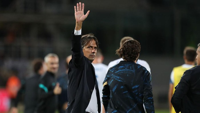 FLORENCE, ITALY - SEPTEMBER 21: Simone Inzaghi manager of FC Internazionale celebrate the victory during the Serie A match between ACF Fiorentina v FC Internazionale on September 21 in Florence, Italy.  (Photo by Gabriele Maltinti/Getty Images)