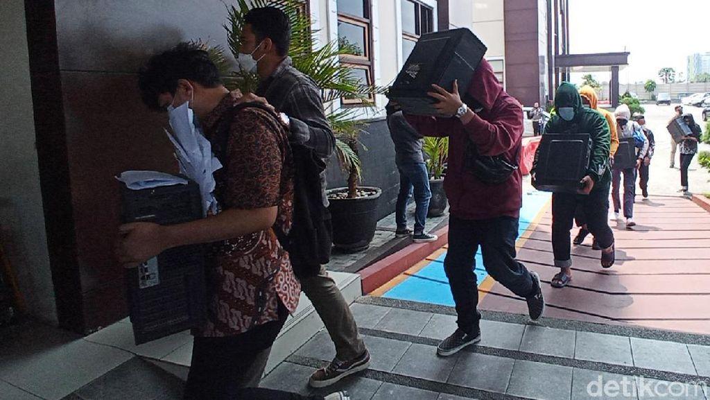83 Debt Collector Pinjol Ilegal Sleman Digelandang ke Mapolda Jabar