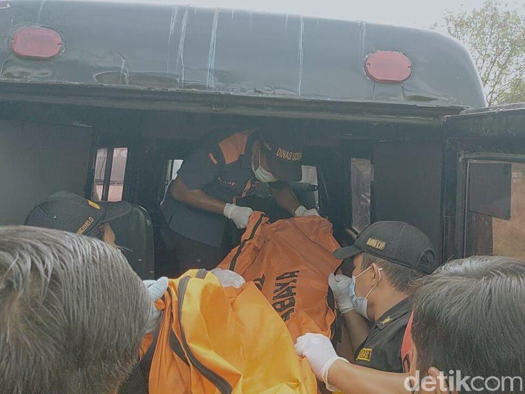 Wanita di Surabaya Tewas Bersimbah Darah dalam Pangkuan Anaknya