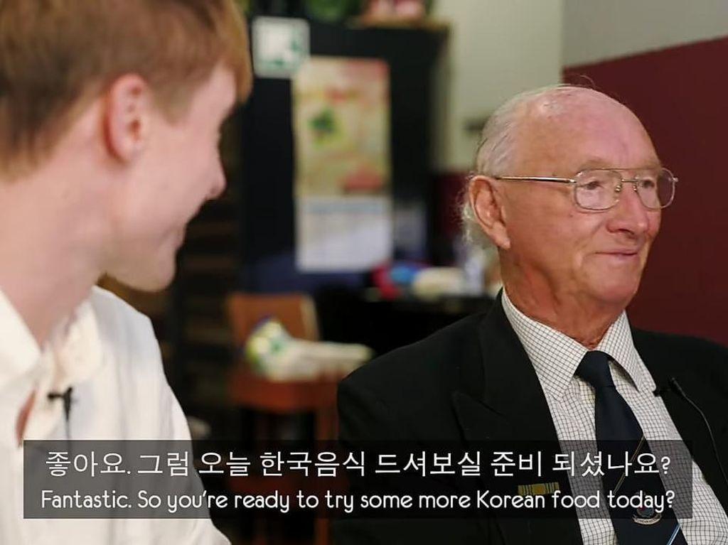 Veteran Perang Korea Diajak Makan Korean BBQ Pertama Kali, Ini Reaksinya