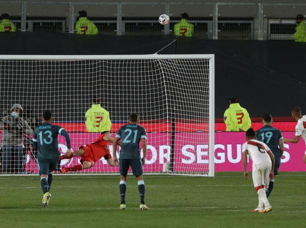 Kiper Argentina Emi Martinez Kembali Sakti Hadapi Penalti