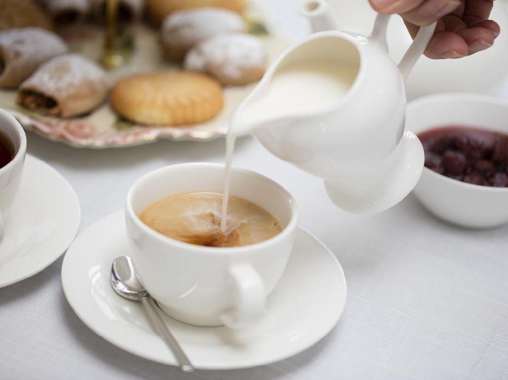 5 Alasan Orang Inggris Minum Teh Campur Susu, Tradisi Sejak Abad 18