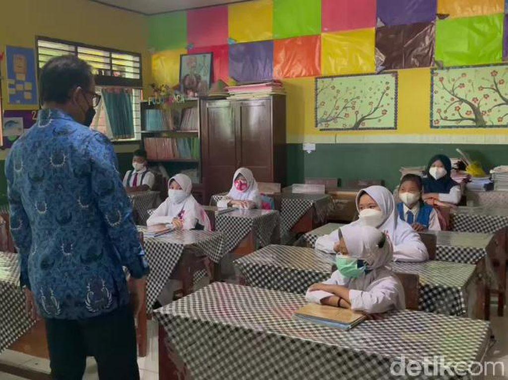 Ceria Siswa SD di Kota Bogor Kembali Masuk Kelas