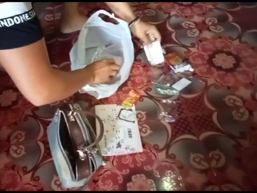 Emak-emak Pengedar Pil Setan di Garut Selatan Diciduk Polisi