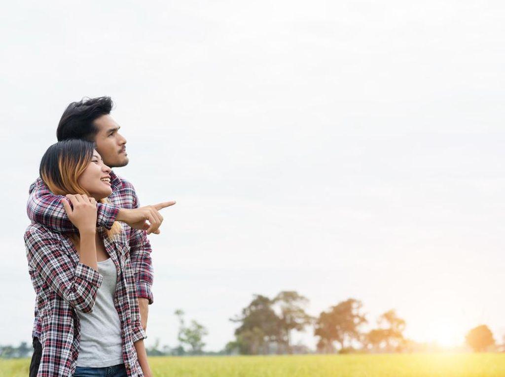 Naksir Sahabat Sendiri? Coba Kasih Kode Lewat 7 Lagu Ini