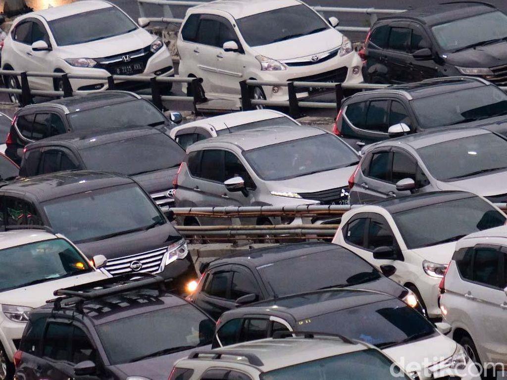 Kemacetan Tol Dalam Kota Saat PPKM Jakarta Diperpanjang