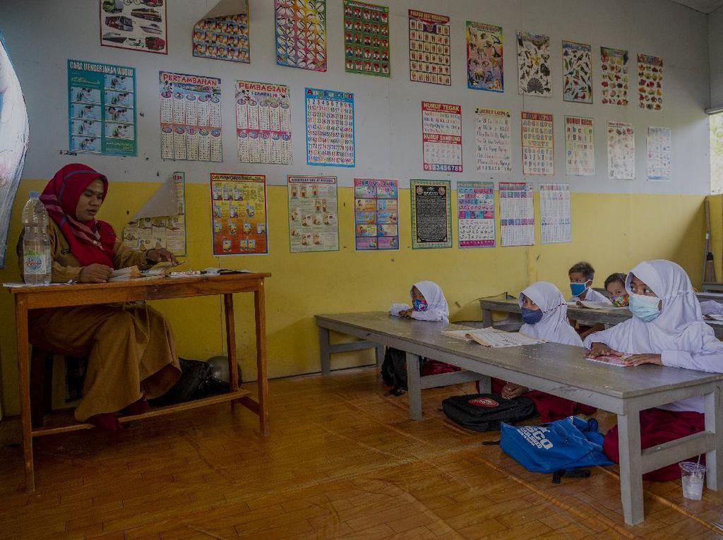 Menengok Pembelajaran Tatap Muka Perdana di Sekolah Darurat Bencana