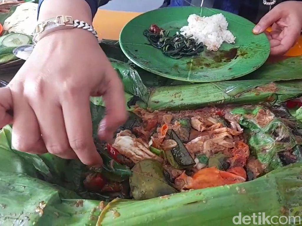 Nikmatnya Kepiting Soka Asap yang Gurih Smoky dari Brebes
