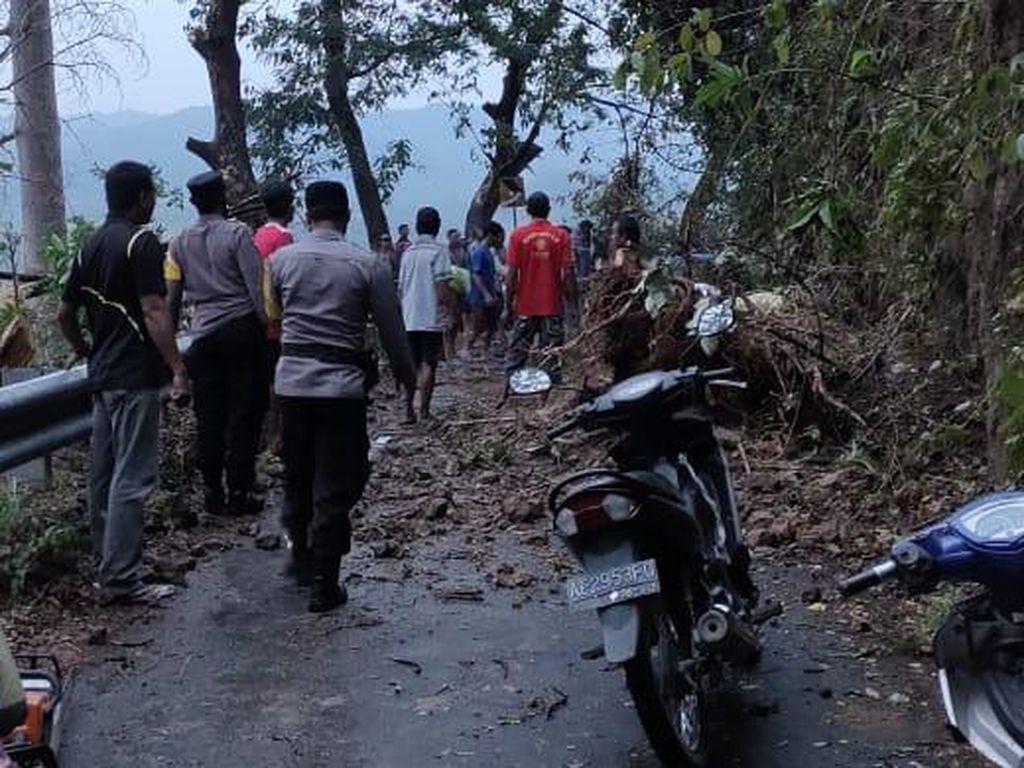 Material Longsor Dibersihkan, Desa di Madiun Terdampak Hujan Es Kini Bisa Dilalui