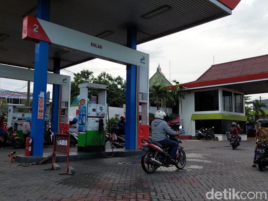 Solar di Surabaya Langka, Sopir Truk Berburu SPBU