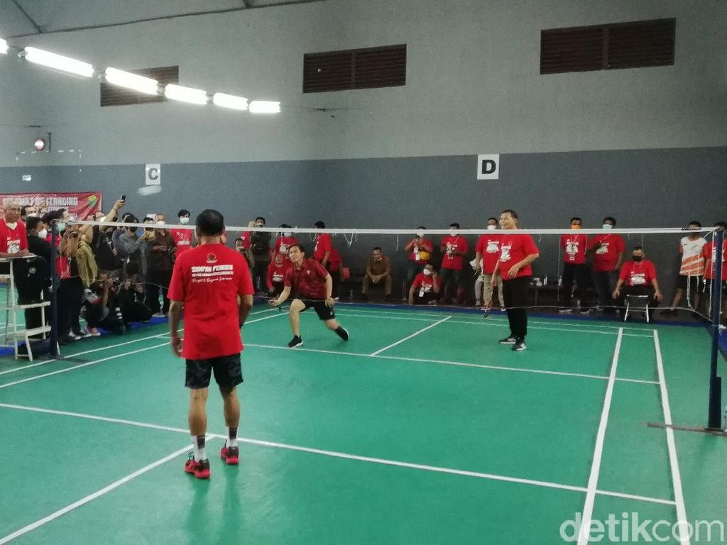 Kala Gibran Tantang FX Rudy Main Badminton, Siapa Menang?