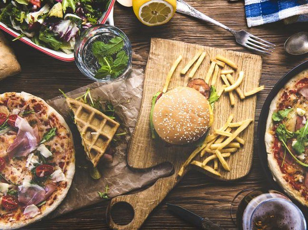 Murah Meriah! Fried Chicken dan Pizza Enak Juga Ada di Gerobak Kaki 5