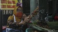 37 Tahun Berjualan Sate Kere di Pasar Beringharjo, Ini Perjuangan Mbah Suwarni