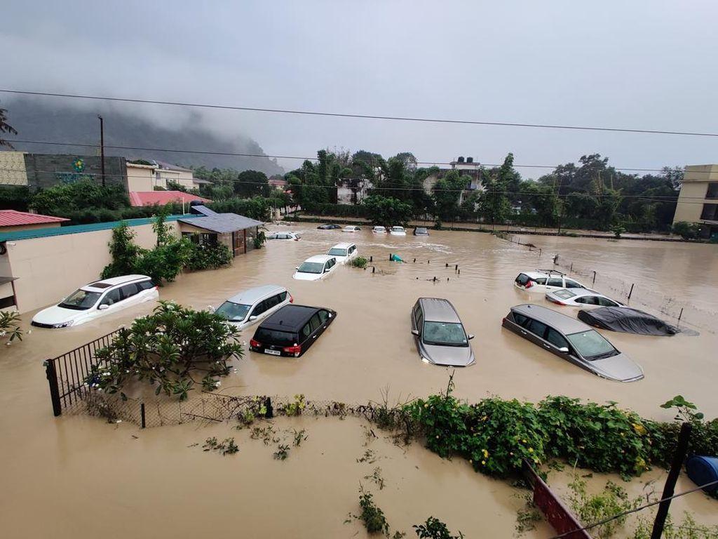 116 Orang Tewas Akibat Banjir-Longsor di India dan Nepal