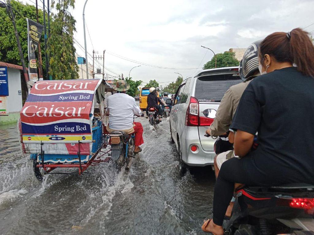 Jalan Letda Sujono Medan Langganan Banjir, Warga Minta Bobby Atasi