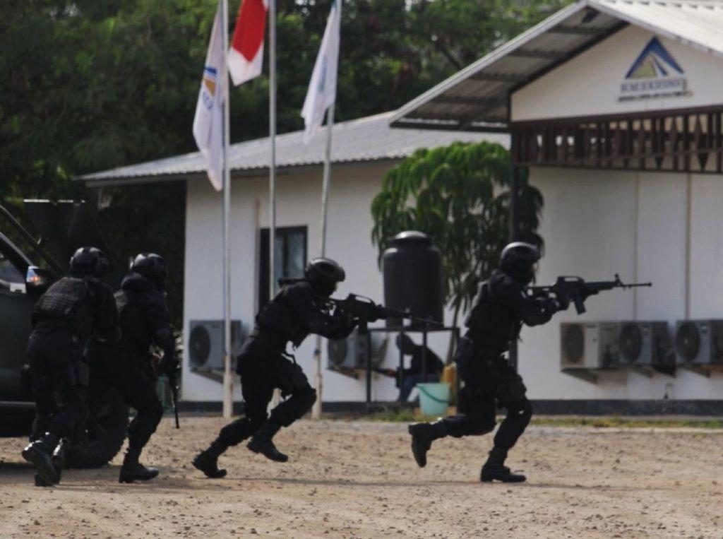 Raider 509 Selamatkan Operator Tambang Emas Banyuwangi dari Teroris