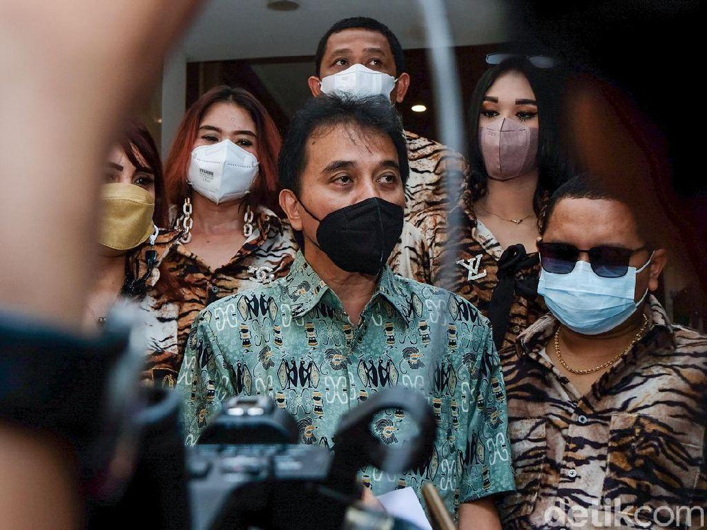 Roy Suryo Tunggu 24 Jam Ferdinand Minta Maaf soal Eks Menteri Sebodoh Ini