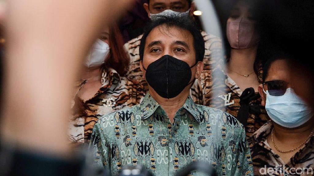 Diperiksa Polisi, Roy Suryo Pamer Cuitan Ferdinand Hutahaean