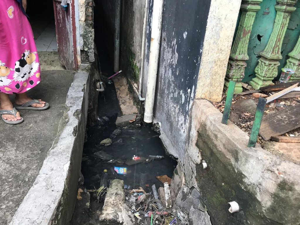 Lumpur Got di Petamburan III Sudah Penuh, Perlu Dikeruk agar #CegahBanjir
