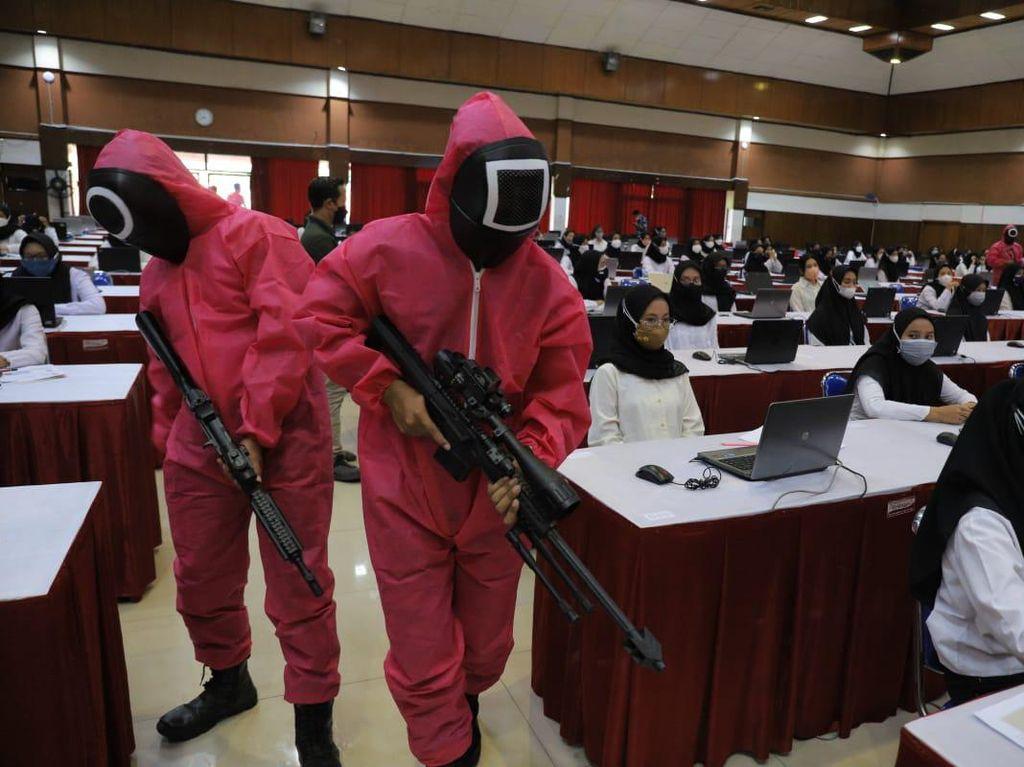 Anggota DPR Kritik Tes SKD CPNS Diawasi Tentara Squid Game: Lebay Banget!