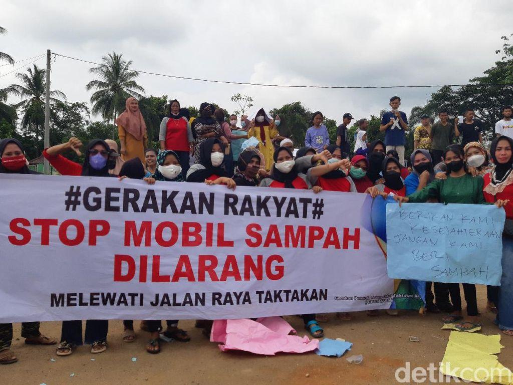 Protes Bau Sampah Tangsel, Warga Tatakan Serang Gelar Aksi Demo