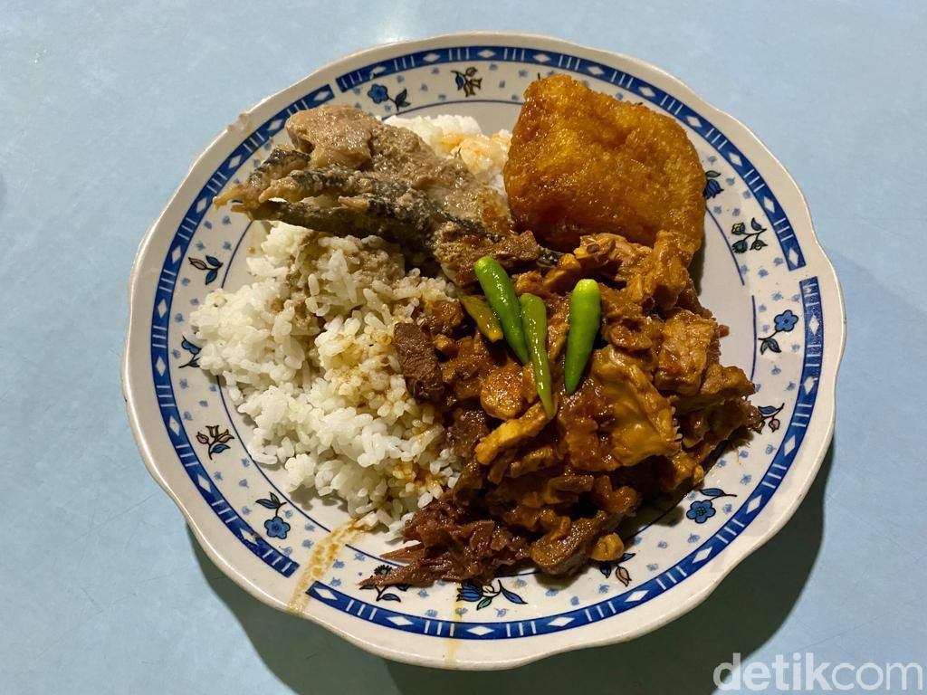 Gudeg Pawon: Nikmatnya Makan Gudeg Basah di Dapur Tradisional yang Legendaris