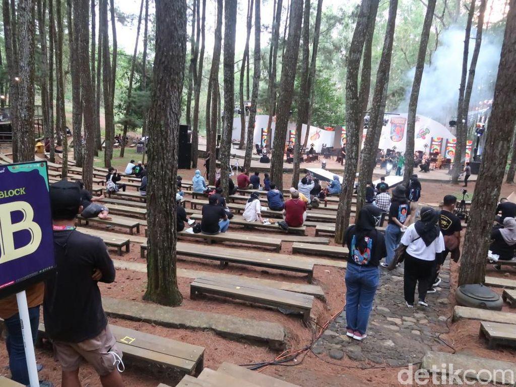 Obat Rindu, Keroncong Plesiran Mentas di Hutan Pinus Mangunan