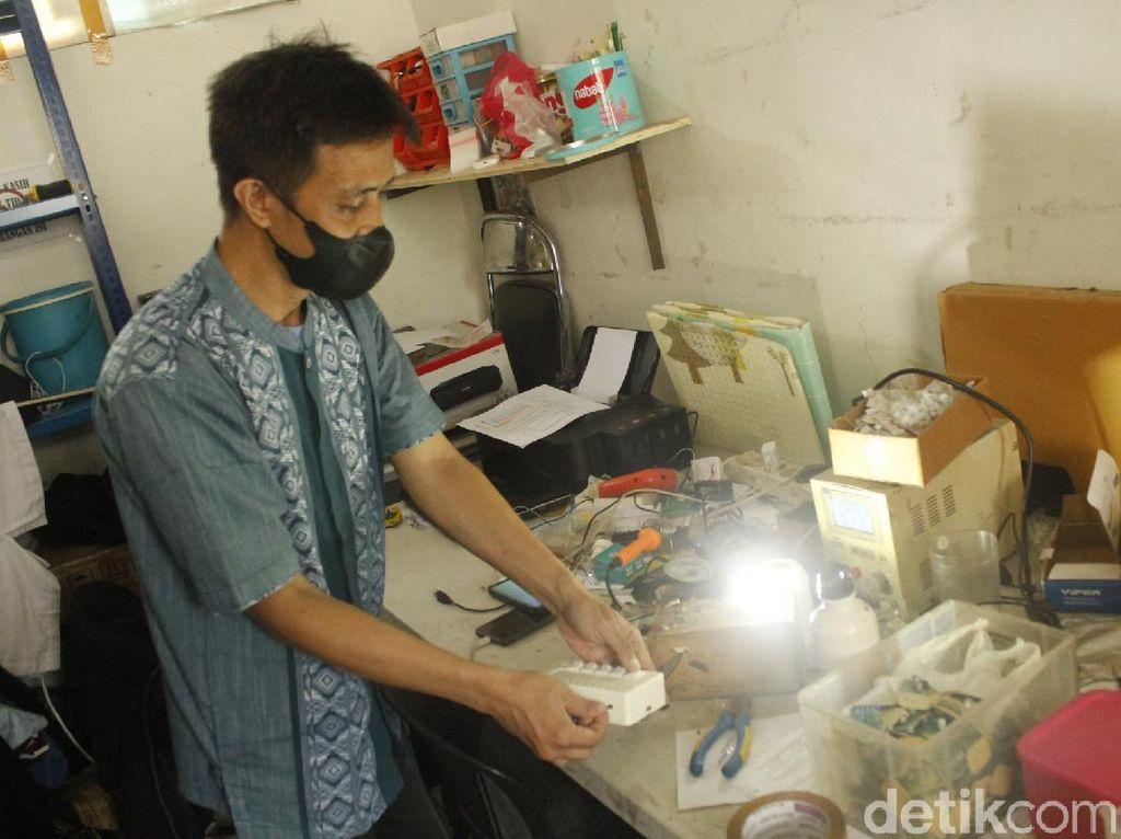 Lampu Limar, Cara Pesantren Bandung Berbagi Terang ke Pelosok Negeri