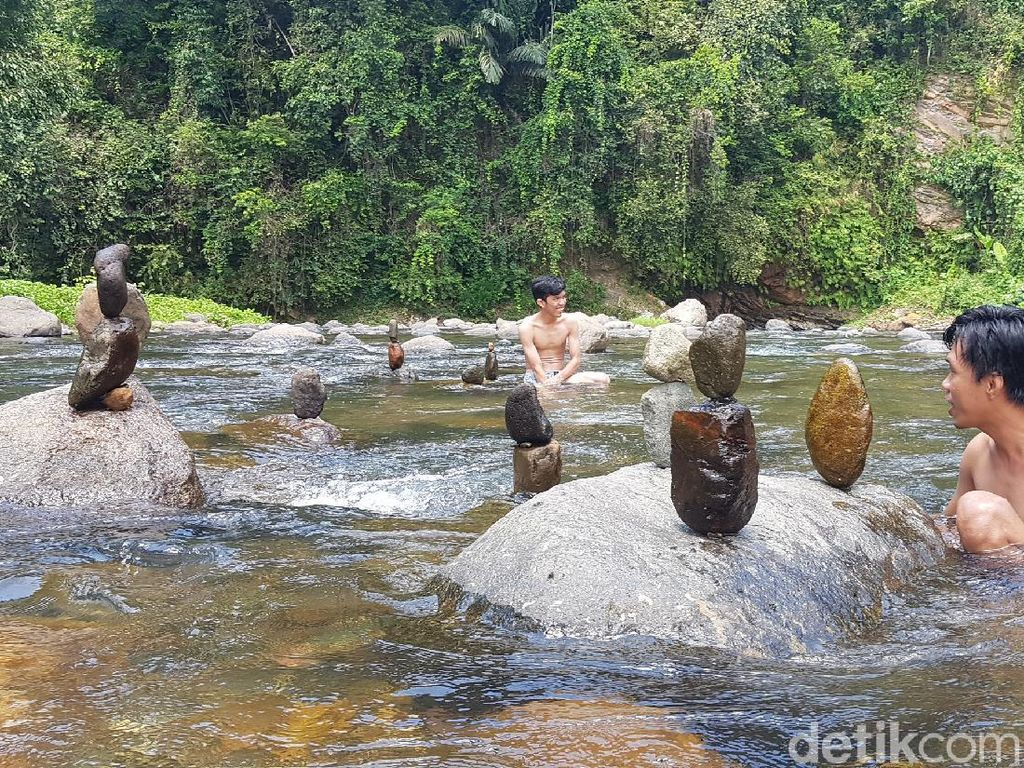 Nyes Adem! Basah-basahan di Rumede yang Diburu Traveler di Akhir Pekan