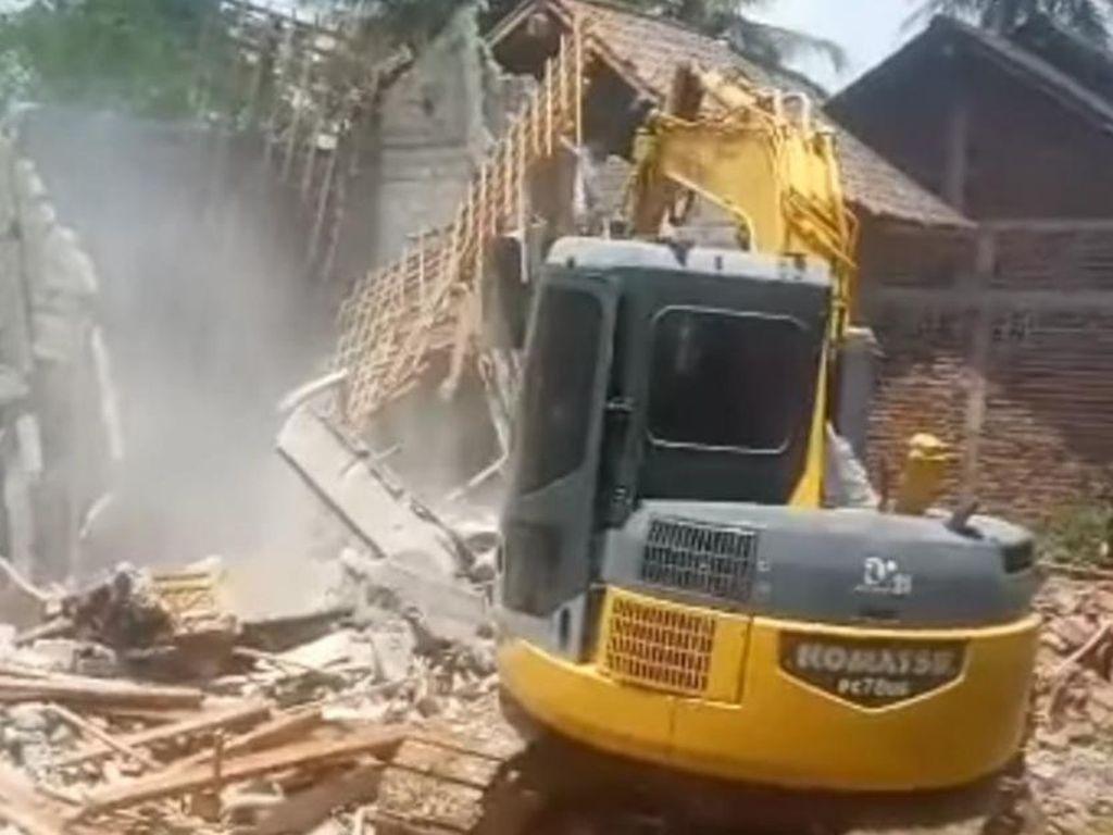 Viral Rumah Dibongkar di Trenggalek Gegara Kisruh Rumah Tangga