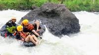 Potret Keseruan River Tubing di Kebumen
