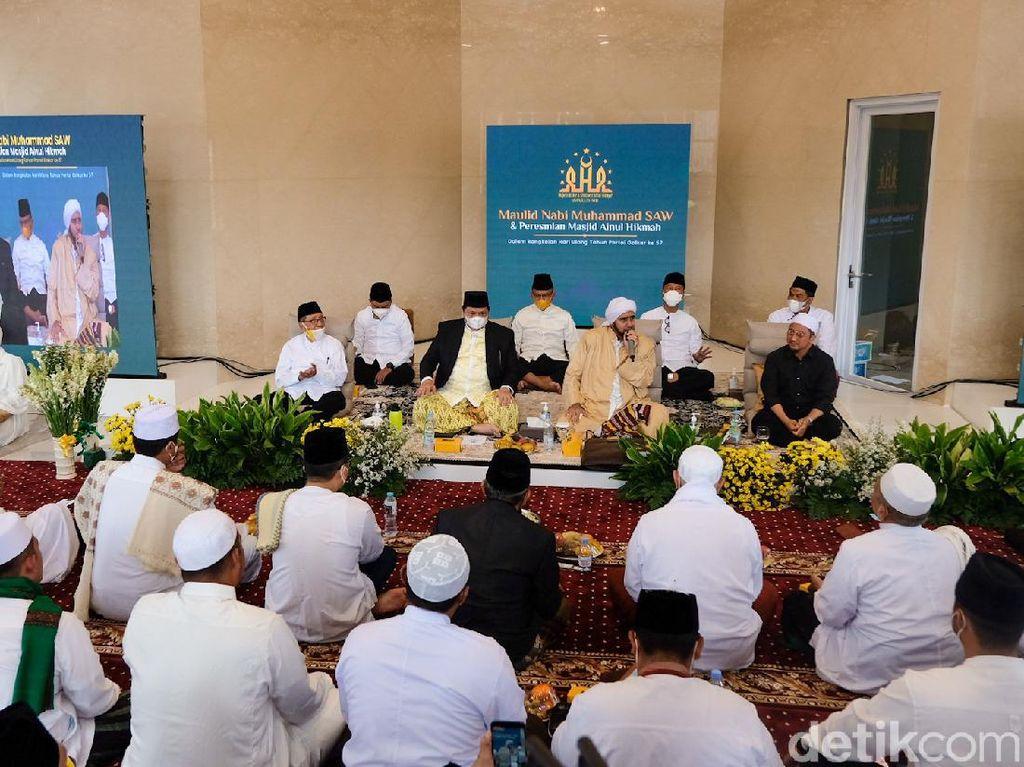 Saat Airlangga hingga Yusuf Mansur Maulidan di Masjid DPP Golkar