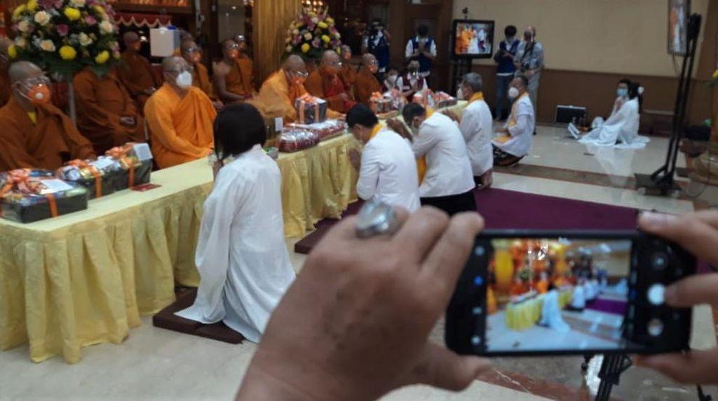 Terapkan Prokes Ketat, Wihara Ekayana Arama Gelar Perayaan Kathina