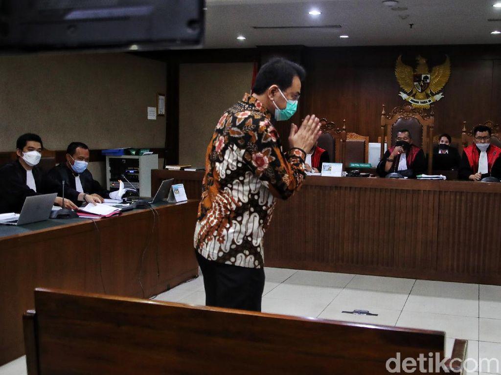 Hakim Singgung Siapa Berdusta Saat Azis Beda Keterangan dengan Saksi Lain