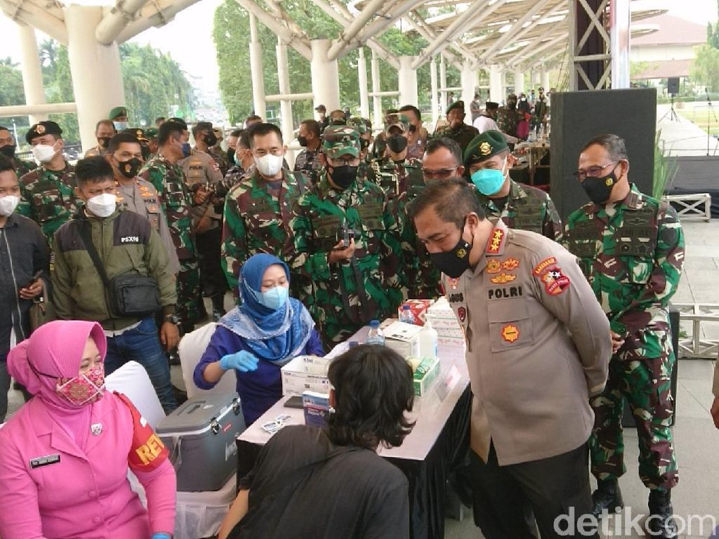 Kabareskrim Pimpin Serbuan Vaksinasi 3 Daerah di Banten