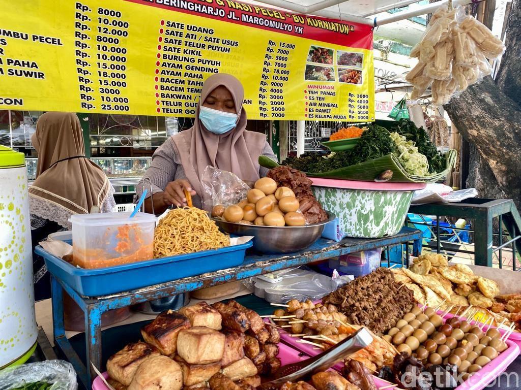 Sedep Mantep! Jajan Pecel Kembang Turi di Pecel Senggol Pasar Beringharjo