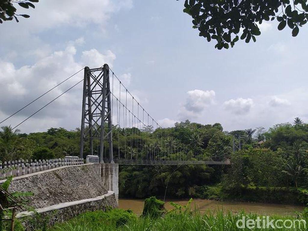 Melihat Jembatan Sirotol Mustaqim Magelang yang Viral di Medsos