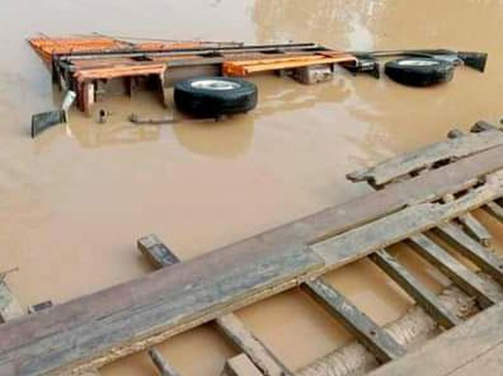 Jembatan Rusak Terendam Air di Inhil Riau Sering Makan Korban