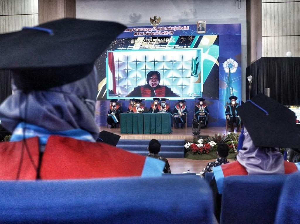 Mensos Minta Lulusan Poltekesos agar Bisa Selesaikan Masalah Sosial